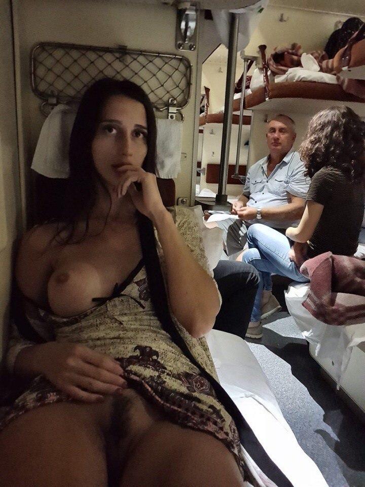 Mulheres Exibidas Nuas Em Público (6)