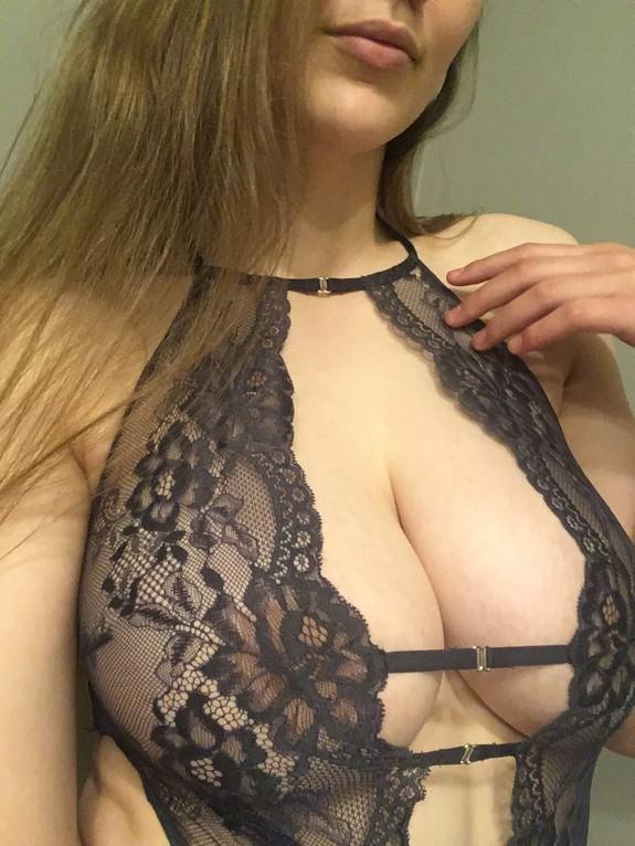 Milf Peituda Em Fotos E Videos Se Masturbando (1)
