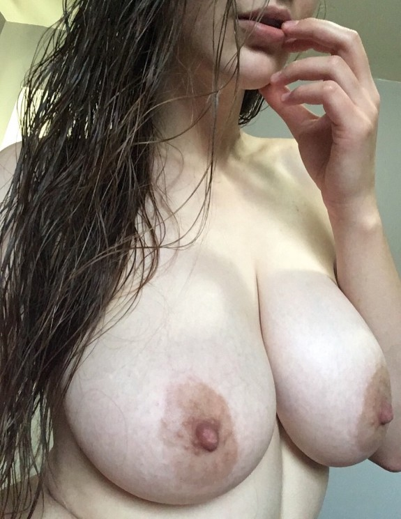 Milf Peituda Em Fotos E Videos Se Masturbando (3)