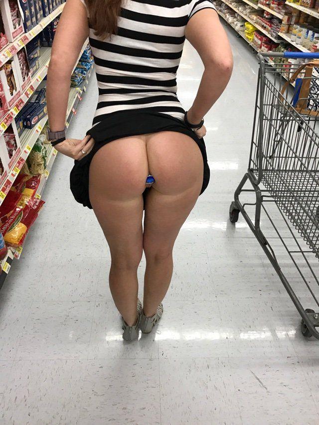 Gostosas Exibidas Nuas No Supermercado (2)