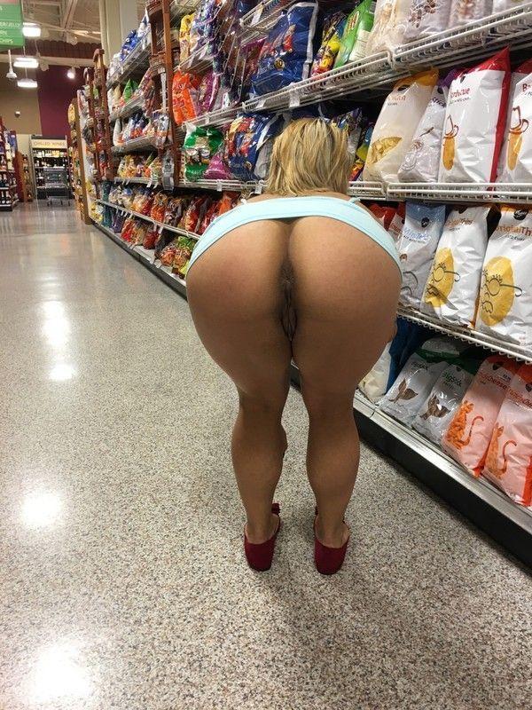 Gostosas Exibidas Nuas No Supermercado (5)