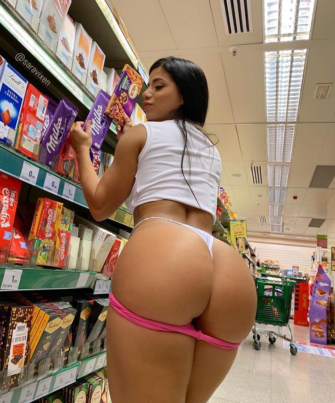 Gostosas Exibidas Nuas No Supermercado (7)