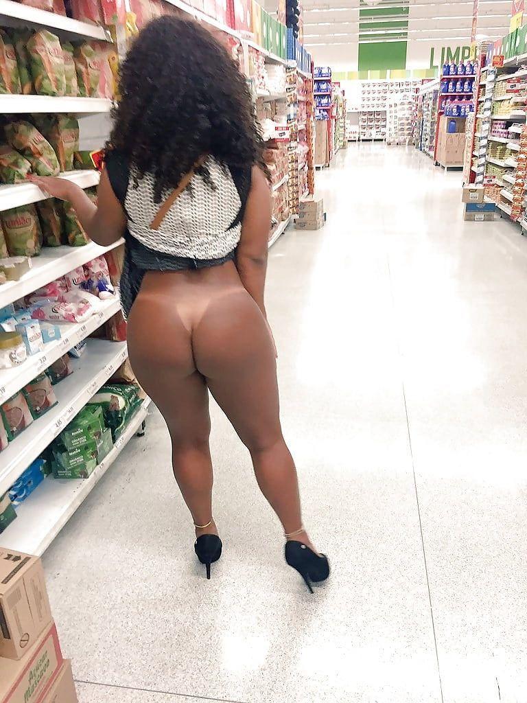 Gostosas Exibidas Nuas No Supermercado (9)