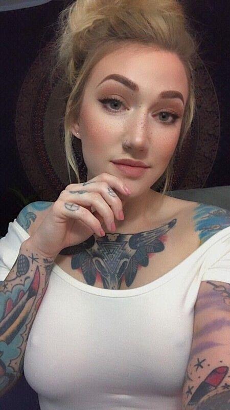 Loirinha Linda Tatuada Em Fotos Pelada (1)