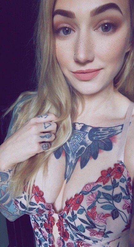 Loirinha Linda Tatuada Em Fotos Pelada (2)